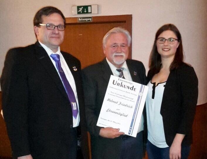 Präsident des VSF Thomas Palatschek mit Helmut Friedrich und der 1. Vorsitzenden Julia Baumann