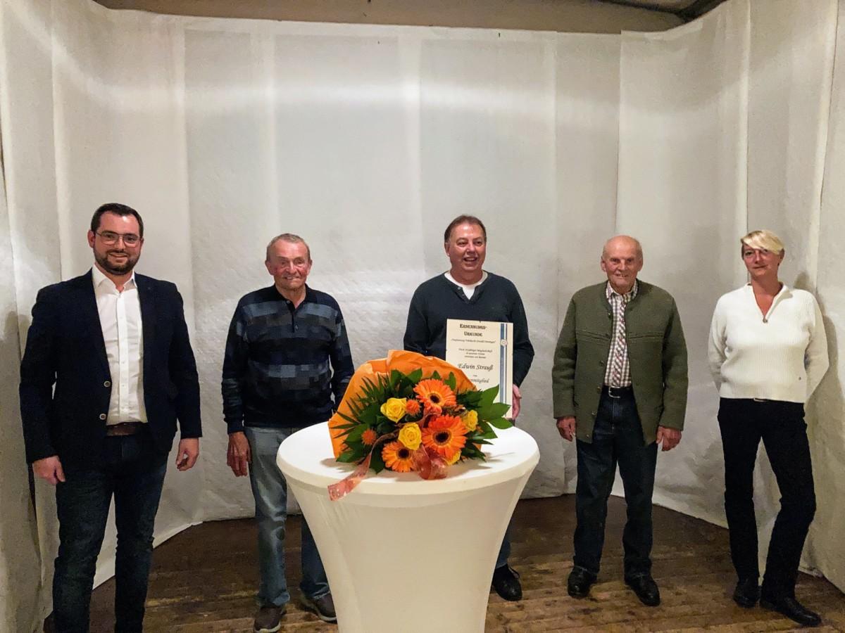 von links: Patrick Volk, 1. Vorsitzender, Fritz Schlundt (Ehrung 65 Jahre) Edwin Strauß (neues Ehrenmitglied), Alwin Baumann (Ehrung 65 Jahre) Sindy Gimpel, 2. Vorsitzende